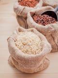 Рисы смешанных всех рисов зерна традиционных тайских самые лучшие для здоровой стоковые изображения rf