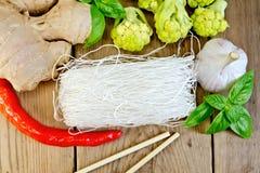 Рис лапшей утончает с брокколи и специями Стоковая Фотография RF