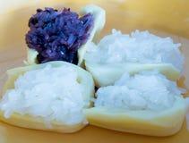 Рис десерта сладостный липкий с джекфрутом в плите Стоковые Изображения