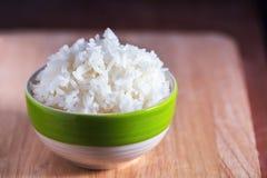 Рис жасмина испаренный рисом в керамическом шаре Стоковое фото RF