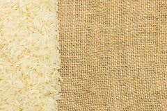Рис жасмина на gunnysack Стоковая Фотография