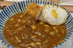 Рис карри с яичком Стоковое Изображение