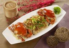 Рис краба красного цвета вишни glutinous с зажаренными креветками младенца на белизне стоковые фотографии rf
