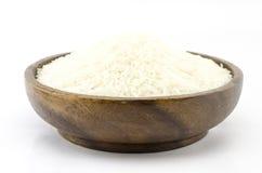Рис на деревянном шаре изолированном на белизне Стоковые Фотографии RF