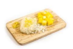 Рис на древесине, белая предпосылка манго липкий Стоковые Изображения