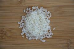 Рис на светлой деревянной предпосылке Стоковые Фотографии RF