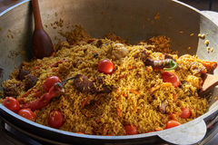 Рис с мясом и овощами в большом vat Стоковые Изображения