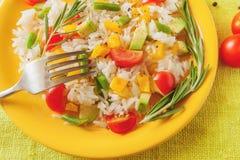 Рис с овощами и авокадоом Стоковое Изображение