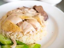 Рис цыпленка Hainanese на плите Стоковая Фотография