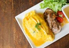 Рис Omelete с зажаренным в духовке свининой Стоковые Фотографии RF