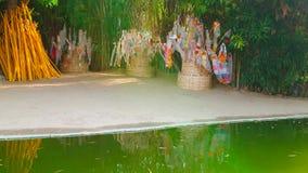 Ритуальные знамена в Wat Phantao, Чиангмае, Таиланде видеоматериал