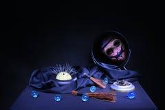 Ритуал изгнания нечистой силы на черной предпосылке Стоковые Фотографии RF