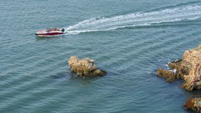 Рифы и волны стоковая фотография rf