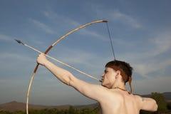 Робин Гуд Лучник с стрелкой и длинным смычком Стоковые Фотографии RF