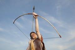 Робин Гуд Лучник с стрелкой и длинным смычком Стоковые Изображения RF