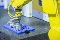 Робототехническая задвижка руки алюминиевая часть стоковое изображение rf