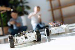 Робототехнические корабли участвуя в автогонках стоковое фото rf