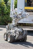 Робот группы по обнаружению и обезвреживанию взрывных устройств полиции стоковые изображения rf