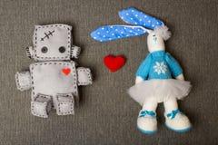 Робот и зайчик мягкие игрушки Стоковое фото RF