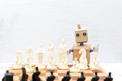 Робот при руки играя шахмат искусственный интеллект стоковое фото rf