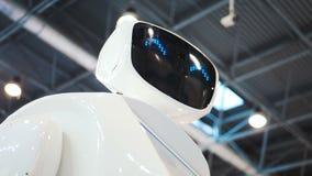 Робот Promo для работы на выставках Гид робота Современные технологии в рекламе, продвижении и представлении самомоднейше сток-видео