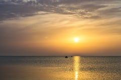 Ровная поверхность воды, рассвет моря, солнечного пути, fi Стоковое Изображение
