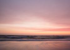 Ровные пастельные цвета захода солнца над океаном Стоковые Фото