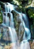 Ровный водопад silkyl в парке Стоковая Фотография