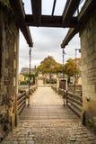 Ров и drawbridge старого замка Стоковая Фотография RF