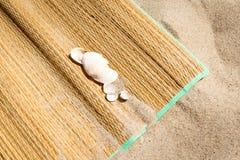 Рогожка на песке стоковое фото