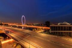 Рогулька города Сингапура и Сингапура увиденная от песков залива Марины Стоковая Фотография RF