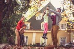 Родители играют при дочери, нося их и закручивая вокруг Стоковые Фотографии RF