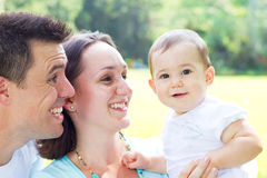 родители младенца стоковые фото