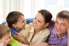 Родители с их 2 дет Стоковые Изображения RF