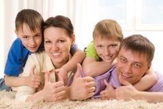 Родители с их 2 дет Стоковая Фотография