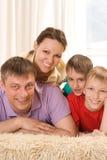 Родители с их 2 дет Стоковое Фото