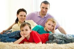 Родители с 2 дет Стоковая Фотография