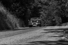 РОДСТЕР 1950 ЯГУАРА XK 120 OTS на старом гоночном автомобиле в ралли Mille Miglia 2017 известная итальянская историческая гонка 1 Стоковое Фото