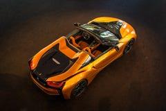 Родстер BMW i8 автомобиля спорт plug-in гибридный стоковая фотография