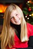 Рожденственская ночь - усмехаться девушки Стоковые Фотографии RF