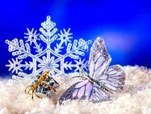 Рождества жизнь все еще с снежинкой и свечкой. Стоковые Изображения RF