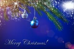 Рождественская елка забавляется на елевой ветви и ярких волшебных светах Стоковое Изображение