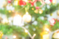 Рождественская елка предпосылки нерезкости с накаляя светом Стоковые Изображения RF