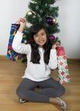 Рождественская елка ребенка счастливая излишек Стоковые Фотографии RF
