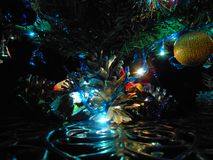 Рождественская елка с звездой, ancor и колоколами стоковая фотография