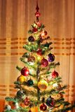 Рождественская елка с игрушками рождества изображения рождества освещают больше моего вала портфолио стоковая фотография