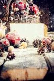 Рождественская открытка с белым деревянным столом письма стоковые фото