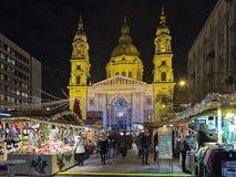Рождественская ярмарка перед базиликой ` s St Stephen в Будапеште, Стоковые Фото