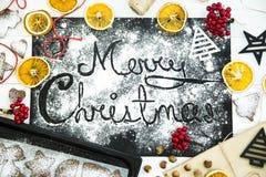 рождество веселое написанный на черной доске взбрызнутой с мукой Рождество варя концепцию Стоковые Фото
