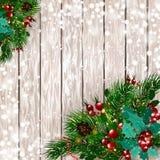 рождество веселое Рождественская открытка с спрусом снега разветвляет с красными ягодами, украшениями рождества на деревянной пре Стоковая Фотография